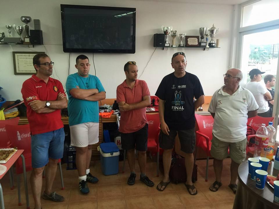 Representants de les penyes amb el regidor d'esports