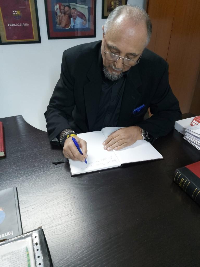 signatura-del-llibre-de-visites-juan-domingo-de-la-cruz